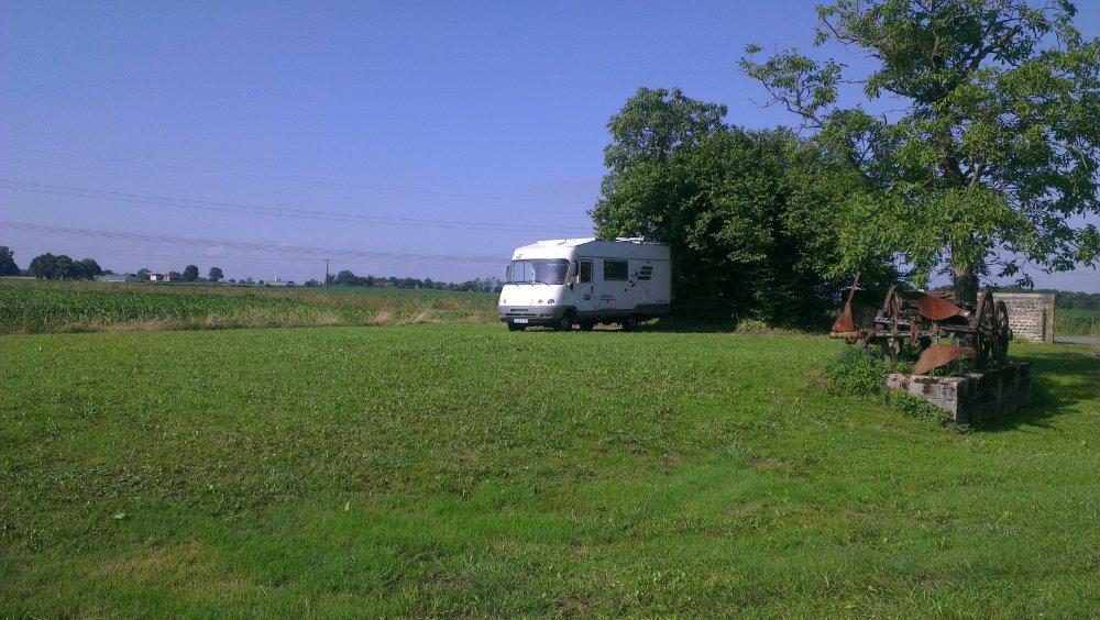 Aire camping-car à Saint-Laurent-Bretagne (64160) - Photo 2